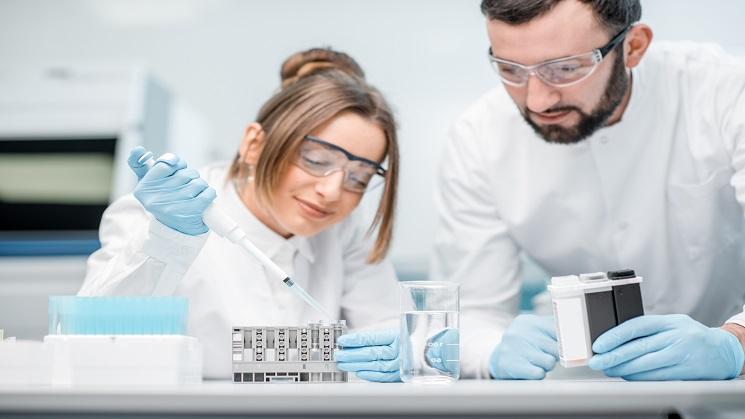 Naukowcy w labaratorium